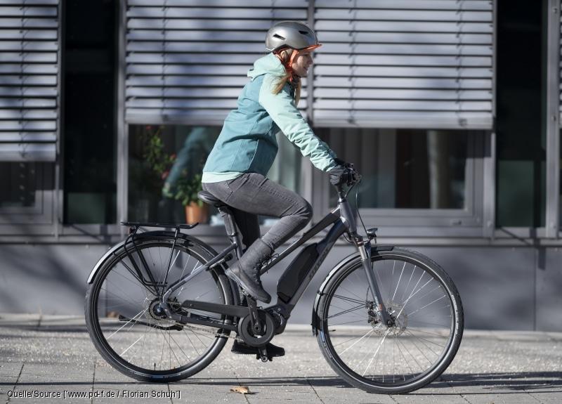 Pedelecs bieten Pendlern und Alltagsfahrern ein entscheidendes Quentchen Rückenwind. Diese Modell verzichtet zugunsten einer längeren Akkulaufzeit auf ein bisschen Leistung in der Spitze (
