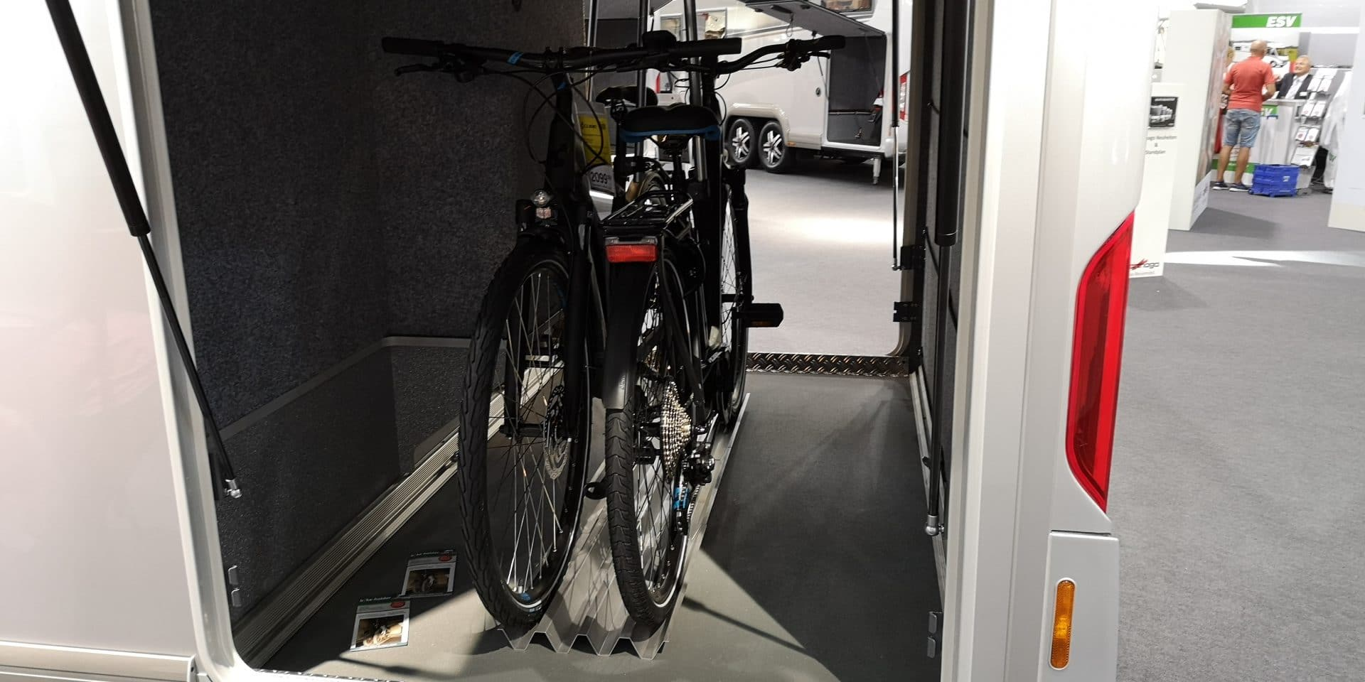 e-Bike laden in der Heckgarage