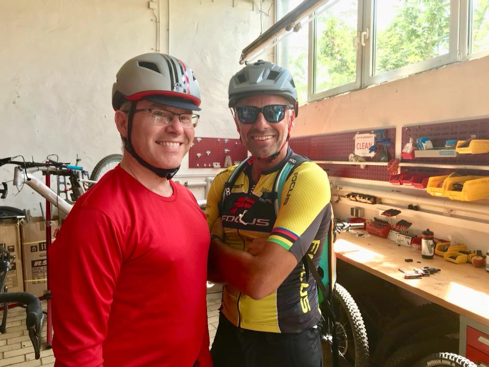 Marc Burger und Mike Kluge fahren das FOCUS Paralane2