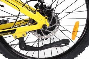 Scheibenbremsen und Fahrradständer des Jeep Teen E-Bike